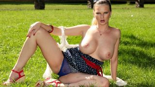 Tarra White – Outdoor hard fucking with Tarra White