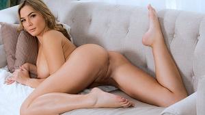 Blair Williams – Horny Girlfriend Gets Face Fucked