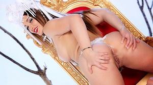 Dani Daniels – Naked Queen