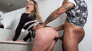 Victoria Summers – Banging In The Kitchen