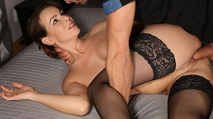 Caroline Ardolino – Housewife in stockings squirting