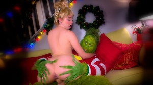 Cherie Deville & Chloe Couture – The Grinch