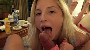 Piper Perri – Piper gets on all 4's to gape her pussy before the creampie