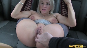 Tara Spades – Sexy Arse MILF in Knee High Boots