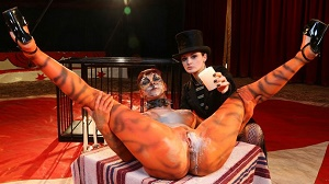 Leah Obscure & Alissa Noir – Hot German babe Leah Obscure in bizzare BDSM with mistress Alissa Noir PT 1