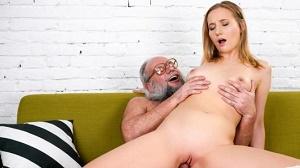 Kiki Cyrus – Kiki's Fun With A Horny Old Man