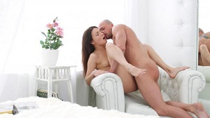 Roxy Dee – First Anal Date