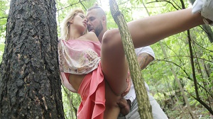 Cherry Kiss – Secret outdoor fuck before home