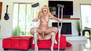 Summer Day – Twerking Blonde Blows Insurance Guy
