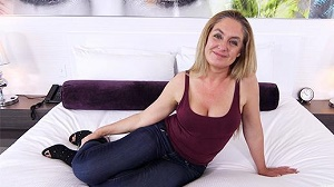 Tracie – Midwest Woman Gets Anal Creampie
