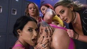Cheyenne Jewel, Savannah Fox, Jenevieve Hexxx & Amber Ivy – Wrestlers get Bribed with Anal Pain to throw the Match of the Century