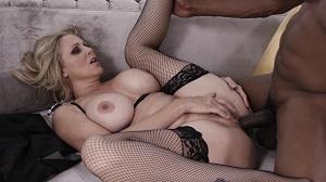 Julia Ann – Blonde MILF Julia Ann Gets Banged Hard On Couch