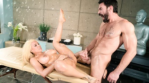 Luna Star – I Need A Masseuse