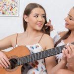 Alyssia Kent & Sybil – Guitar play