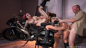 Anna Bell Peaks & Felicity Feline – Bloodthirsty Biker Babes: Part 3