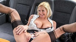Molly MILF – Older lady's big pussy lips opened
