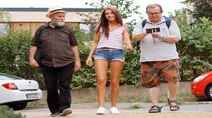 Riana G – Cutie gets old sandwich for help