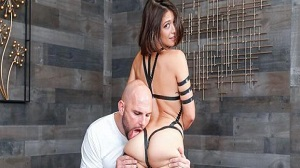 Izzy Bell – Taped Up Hottie