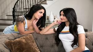 Gina Valentina & Eliza Ibarra – Showcase: Gina Valentina