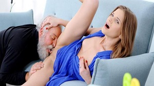 Sarah Key – Fresh babe gives old man a special present