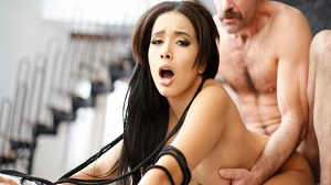Aaliyah Hadid – Aaliyah Meets The Man