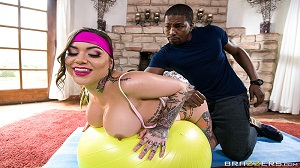 Karmen Karma – Tits Out And Toned