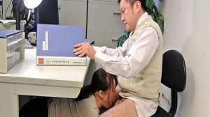 Sayaka Aishiro – Sayaka Aishiro is shy to meet a guy in the toilet
