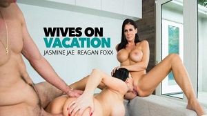 Jasmine Jae & Reagan Foxx – Best friends share a cock while on staycation