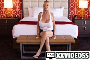 Shelly – Blonde cougar with gigantic tits