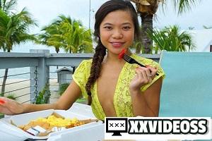 Vina Sky – Vina's Sexy Beach Vacation (Day 2)